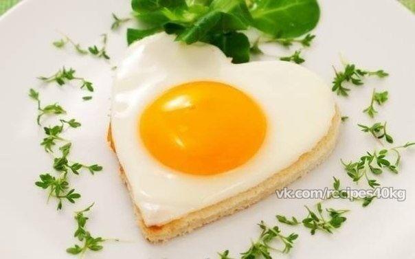 """*З варианта завтраков с яйцами:  """"Что вы готовите на завтрак? Конечно же яйца!"""" Это отличный белковый завтрак.  1) японский омлет с грибами и соевым соусом - 60 ккал на 100 г  Взбить 2 яйца и 2 белка в чашке, добавить столовую ложку соевого соуса и порезанные грибы. Вылить на сковороду как блин и поджарить с двух сторон до золотистой корочки  2) яйца в мешочек (пашот) - около 70-80 ккал на все блюдо ( взависимости от размера яйца) В кастрюльку налить горячую воду и 2 столовых ложки уксуса…"""