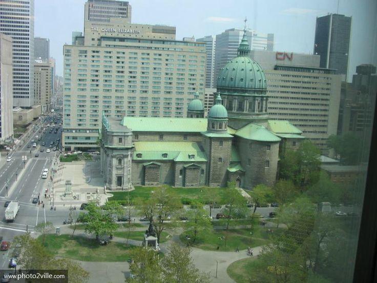 Image issue du site Web http://www.photo2ville.com/photos/canada/montreal/cathedrale-de-montreal-marie-reine-du-monde.jpg