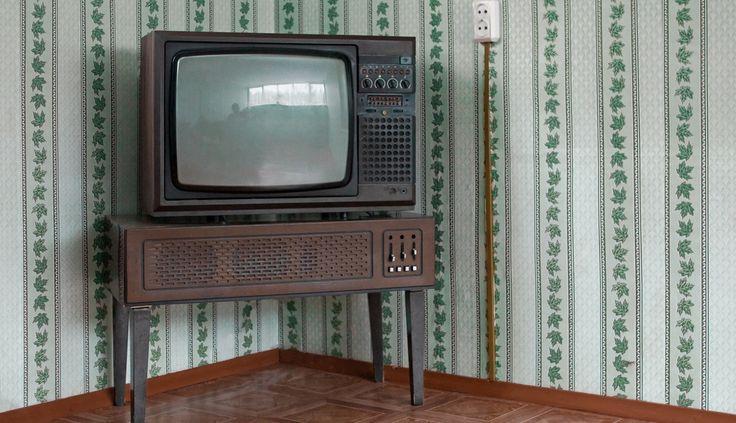 Parliamo della tua vecchia TV C'era un tempo lontano, era il 1992, in cui nelle case c'era la Tv, qualche decoder satellitare, pochi computer desktop, e rarissimi cellulari vecchio stile, macchine fotografiche analogiche, qualche videocamera con le cassette e il videoregistratore con le VHS.