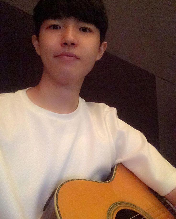"""Produce 101's Kim Jae Hwan Is Known As The """"Selfie King"""" — Koreaboo"""