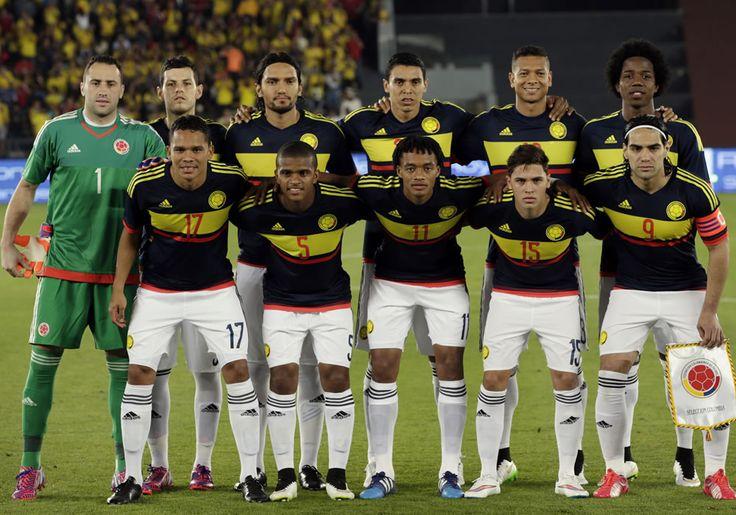 Los jugadores de Colombia posan antes de enfrentar a Kuwait. EFE