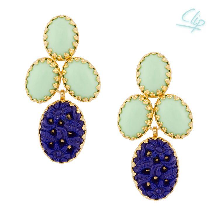 Diese Clip Ohrringe Lola sind ein fröhlicher Eyecatcher in Minze und Lapis. Die maritimen Farben ermöglichen dem Accessoire ein multiples Accessoire zu sein, das zu vielen Anlässen passt. Exklusiv für INAstyle produziert.