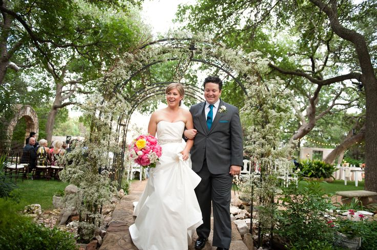 A Vintage Outdoor Wedding in Austin, TX