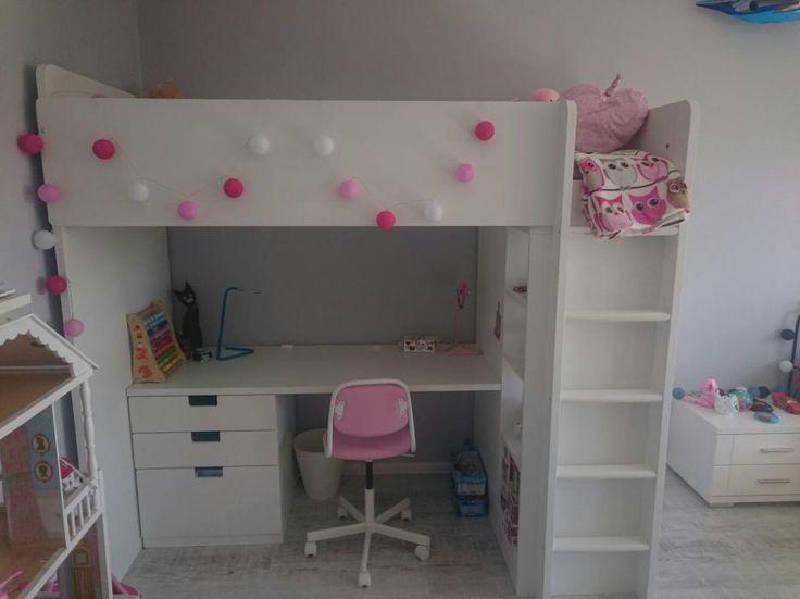 Meg Deangelis Desk