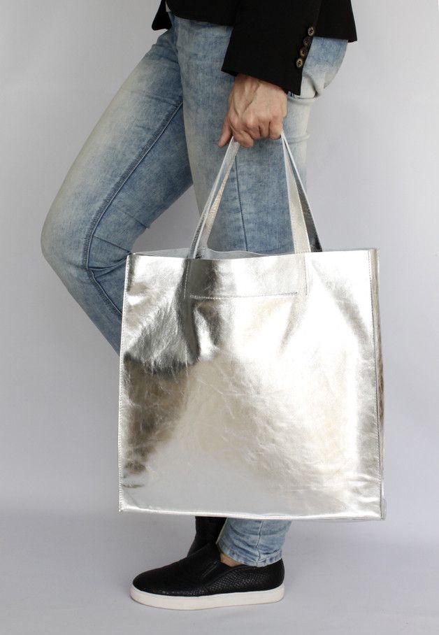Minimalistische XXL Tasche in Metallic Silber, Großer Shopper aus Leder / minimalistic maxi leather bag in silver metallic made by Bags4Joy via DaWanda.com