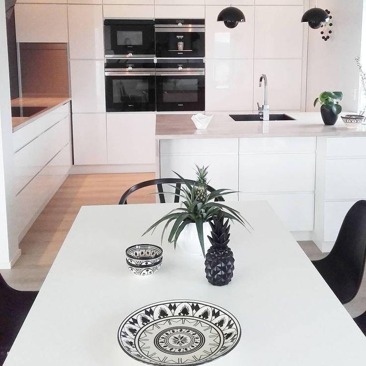 [ K I T C H E N ] - Have a good one! . . . . . . . . . . #charmingsunday @futurenordichome . #instagram #decoração #decoraçãodeinteriores #insta #instalove #interior125 #interiordesign #whiteinterior #interiorforinspo #fashion #fashionaddict #fashionselection #interior9508 #interior123 #kitcheninspo #kitchendesign #kitchen #ananas #interiordesign #kvik #kvikkjøkken #kvikmano #kjøkken #rom123egmont #dagensinterior #borinor #casachicks1 #eleganceroom #ourluxuryhome #interior444