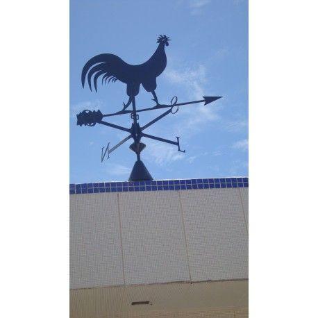 Peça decorativa fabricada artesanalmente para indicar a direção do vento. Construido em aço carbono e acabamento com tinta epoxi a pó preto.