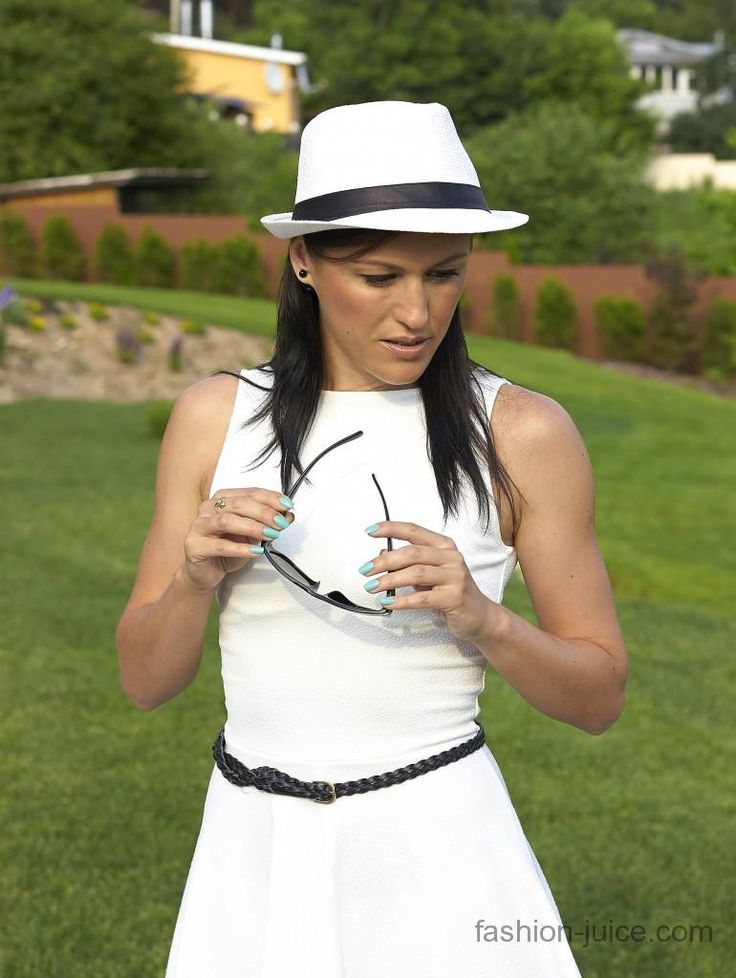 Black & White. Simple and chic! #fashionblog #milapopovichblog #myoutfit #style