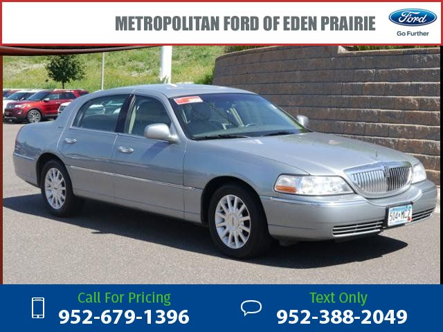 2006 Lincoln Town Car Signature 182k miles $4,995 182194 miles 952-679-1396 Transmission: Automatic  #Lincoln #Town Car #used #cars #MetropolitanFord #EdenPrairie #MN #tapcars