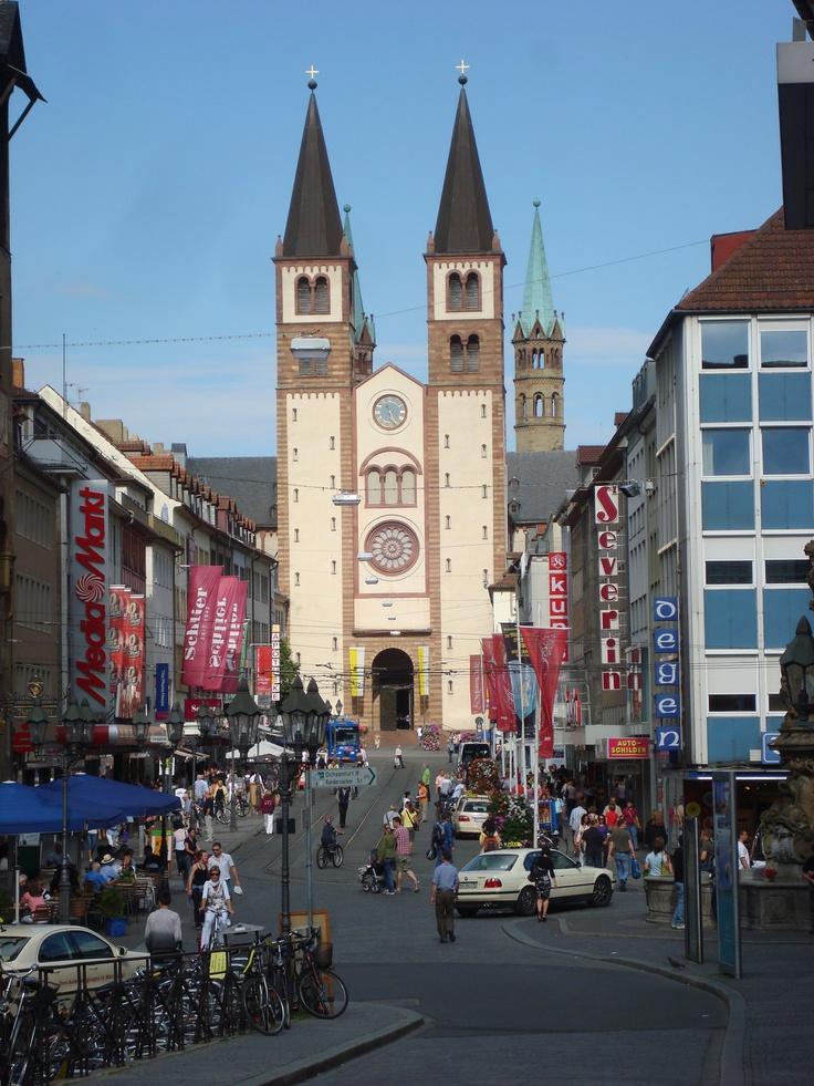 Wurzburgo (en alemán: Würzburg, de Würz, Gewürz 'especia' y Burg 'burgo, ciudad, castillo') es una ciudad de Baviera (Alemania) capital de la Baja Franconia a orillas del Meno, antigua sede episcopal, hoy ciudad universitaria.
