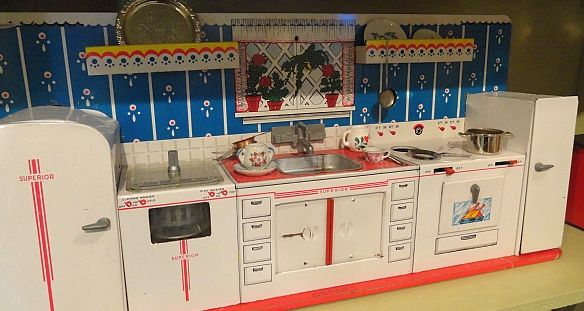 1950s Superior/T. Cohn tin litho toy kitchen. Available now at the Vancouver Flea Market! https://www.facebook.com/Gleaner84