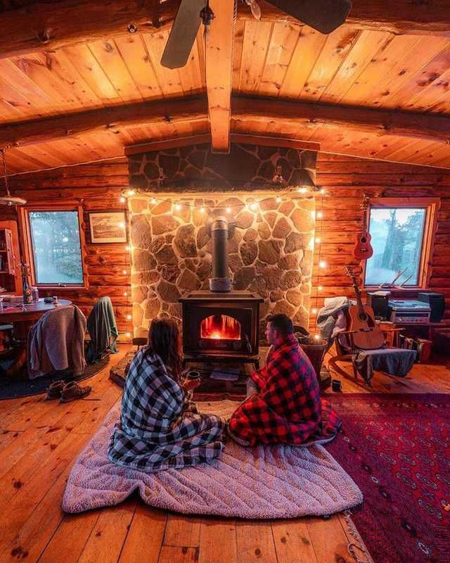 The Very Epitome Of This Sub Cabin Fireplace Tree House Interior Cozy Cabin