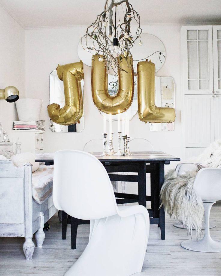 Flyttar omkring ballongerna  dom tar plats i vårt lilla hus  men vill ha de lite lekfullare för barnbarnen som kommer  #julpynt #christmas #interiorwarrior #interior_and_living #interior_jul...
