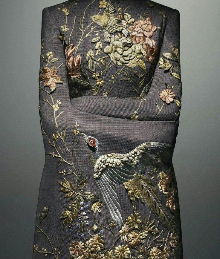 "mode-haute-couture: ""Alexander McQueen Spring/Summer 2001 """