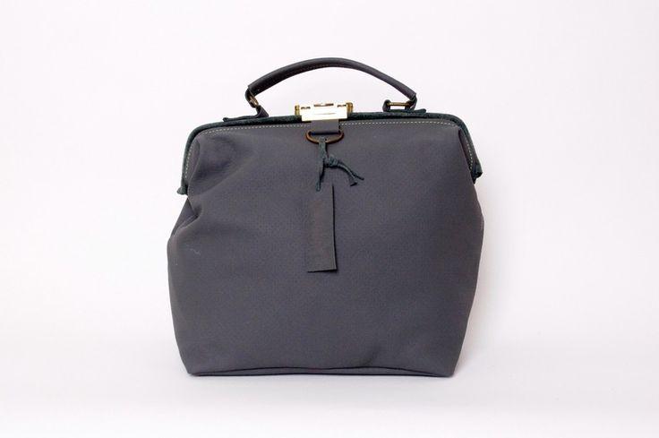 Handtassen - Handgemaakte lederen beugel tas - medium - Een uniek product van LVDKconcepts op DaWanda