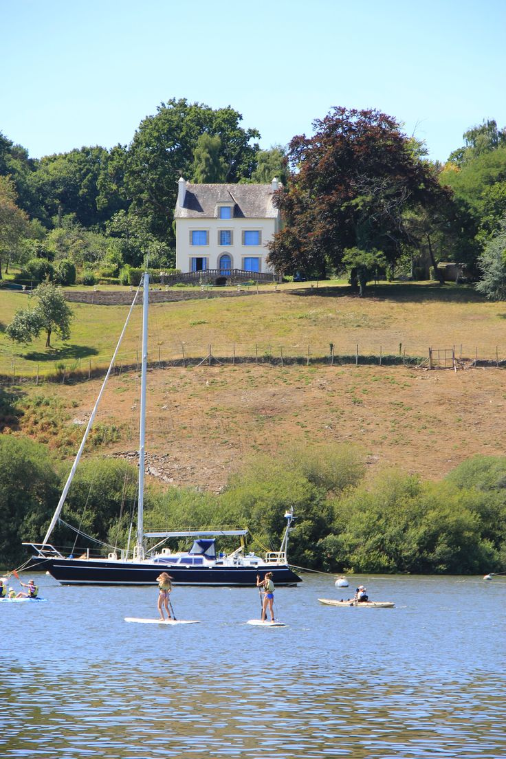 Une des maisons emblématiques de La Roche-Bernard dans le Morbihan. Les pieds (presque) dans l'eau !
