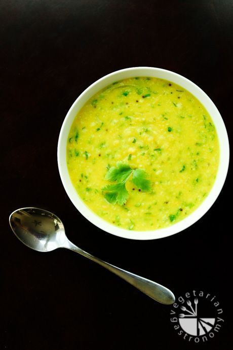 Urad Dal Soup with Onions and Garlic recipe. Packed with protein and nutrition | #vegan #glutenfree | www.vegetariangastronomy.com