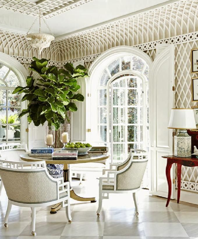 Love the lattice on these walls!