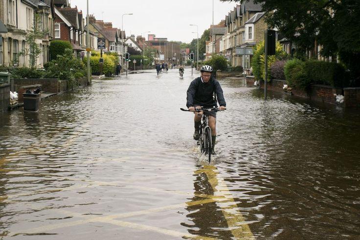 Assessing Flood Risks through Crowdsourcing: Floodcrowd