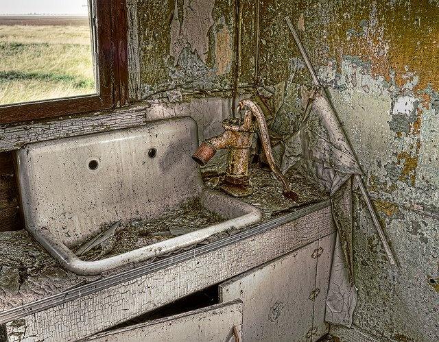 Old Kitchen Sink 126 best old kitchen sinks images on pinterest bathroom home old kitchen sink with pump workwithnaturefo