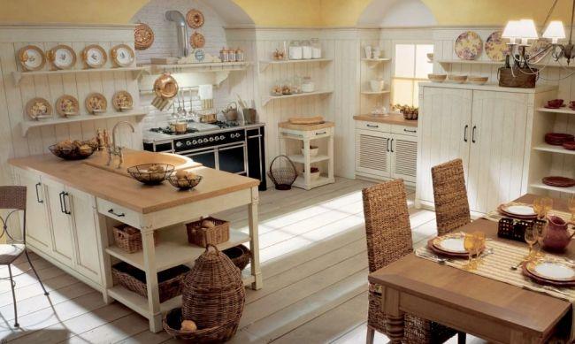 wohnideen küche landhaus toskana flair creme holz rattan stühle körbe