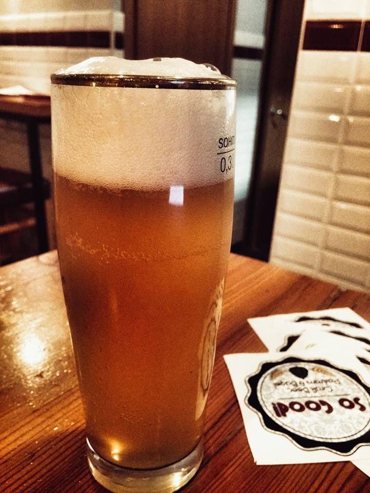 Appena attaccata un'INCREDIBILE Ipils di Vento Forte!!! Hoppy lager che fa del Citra e del Cascade un biglietto da visita chiaro e distintivo... esplosione di freschezza in bocca con la pulizia del lievito e dei malti che risalta a fine bevuta rendendo ogni sorso un puro esercizio di piacere. Unità di misura per la bevuta.... la bacinella :) #sogood #roma #aventino #circomassimo #craftbeer #ventoforte #ventofortebeers #ventoforterulez #dafareaROMA