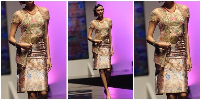 http://www.vemale.com/fashion/tips-and-tricks/21310-8-model-kebaya-masa-kini-yang-boleh-banget-untuk-dicoba-1.html
