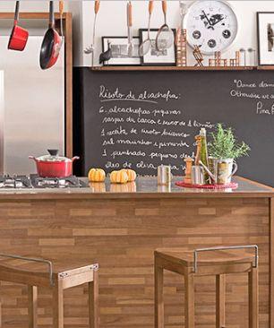 Integrado à sala de estar, jantar ou qualquer outra parte da casa, este ambiente pode se tornar o palco para qualquer chef receber e servir seus convidados apaixonados por gastronomia. Veja algumas dicas sobre o que é necessário para montar um espaço gourmet e aproveitá-lo ao máximo junto dos amigos e familiares.