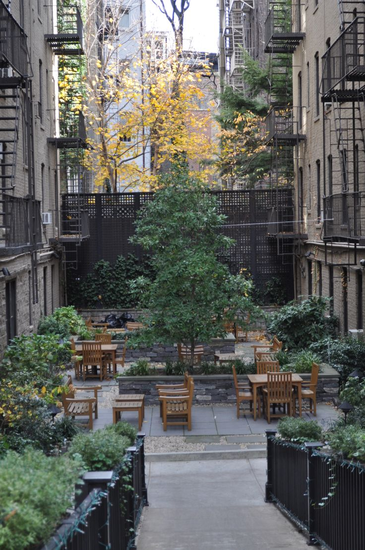 a courtyard around Manhattan, NY