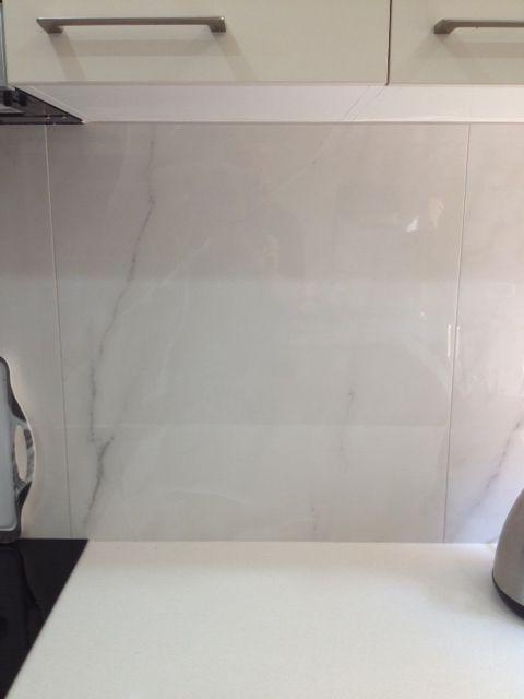 Splashback: Calcatta Porcelain Tile 900 x 600mm