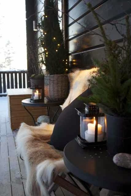 In de winter hoef je de warmte en gezelligheid zeker niet alleen binnen op te zoeken. Maak je tuin gezellig nadat alle bomen hun blad hebb...