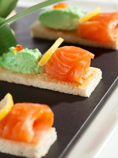 Mousse d'avocat et de saumon pour l'apéro : Recette de Mousse d'avocat et de saumon pour l'apéro - Marmiton