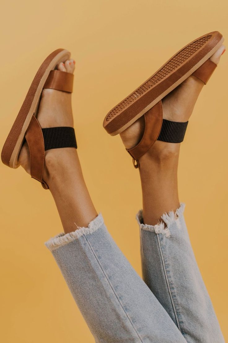Cute and Casual Platform Sandals. Black and Brown Strappy Shoes for Summer. Beac…