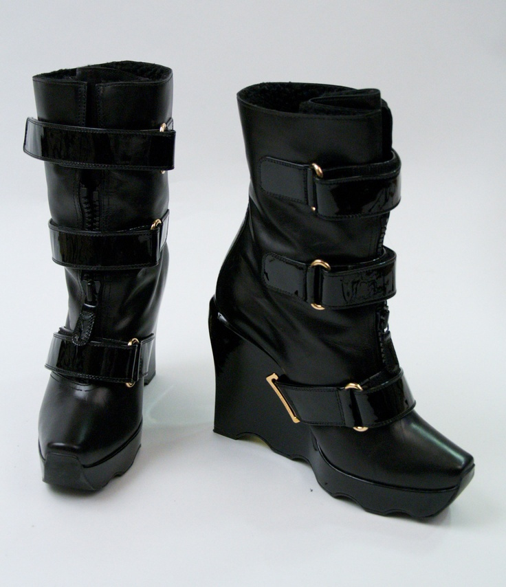 Black dress boots size 7 for teens