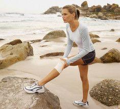 4 простых  упражнения, укрепляющие суставы  Боль в колене является распространенной проблемой и часто доставляет беспокойство и дискомфорт. В особенности ей подвержены люди, ведущие малоактивный образ жизни, и те, кто редко или нерегулярно посвящает время и силы физическим упражнениям и занятиям спортом.  Однако, существуют специальные упражнения, укрепляющие коленные суставы бережным и безопасным образом. С их помощью ты можешь предупредить или снять боль в колене, которая является…