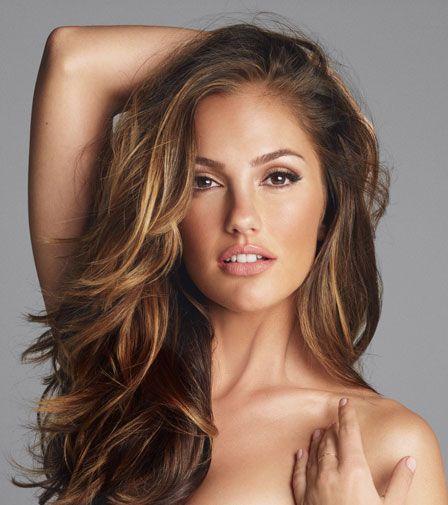 love her hair & natural looking make- up for brown eyes! Cheveux brun ondulés coiffure http://www.pinterest.com/adisavoiaditrev/