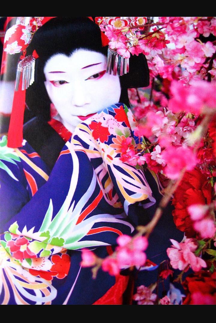 How To: Japanese Geisha Makeup Tutorial - YouTube