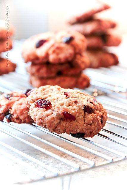 Ricetta biscotti senza burro con farro, frutti rossi e zucchero di canna.