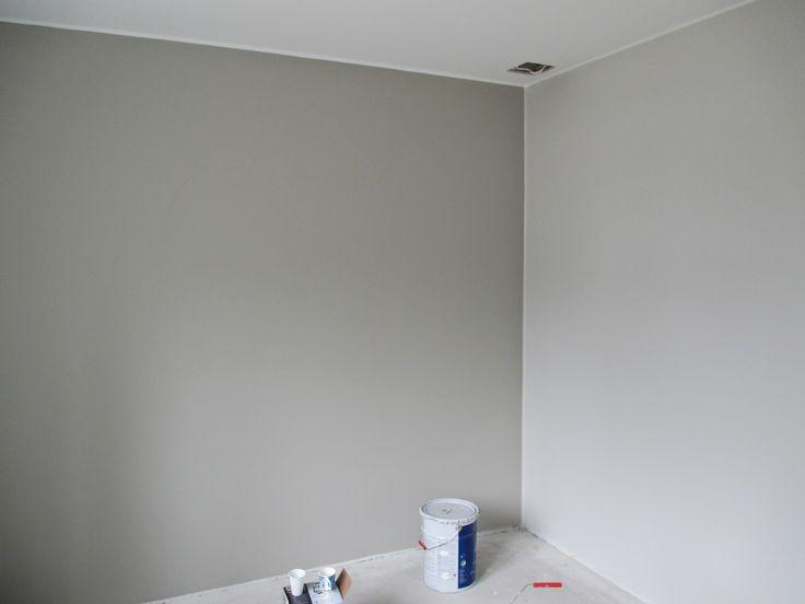 maalit  Alakerran makuuhuone, takaseinän väri on
