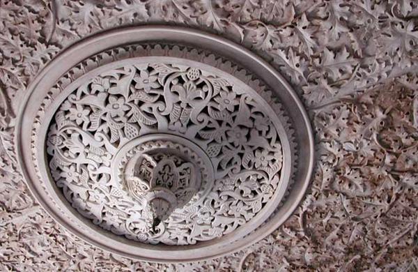 Pormenor do tecto do átrio da escadaria central do Palácio de Monserrate