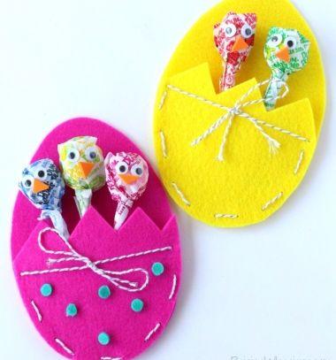 DIY Felt Easter egg with lollipop chicks - Easter gift idea // Filc húsvéti tojás nyalóka csibékkel - kreatív húsvéti ajándék ötlet // Mindy - craft tutorial collection // #crafts #DIY #craftTutorial #tutorial