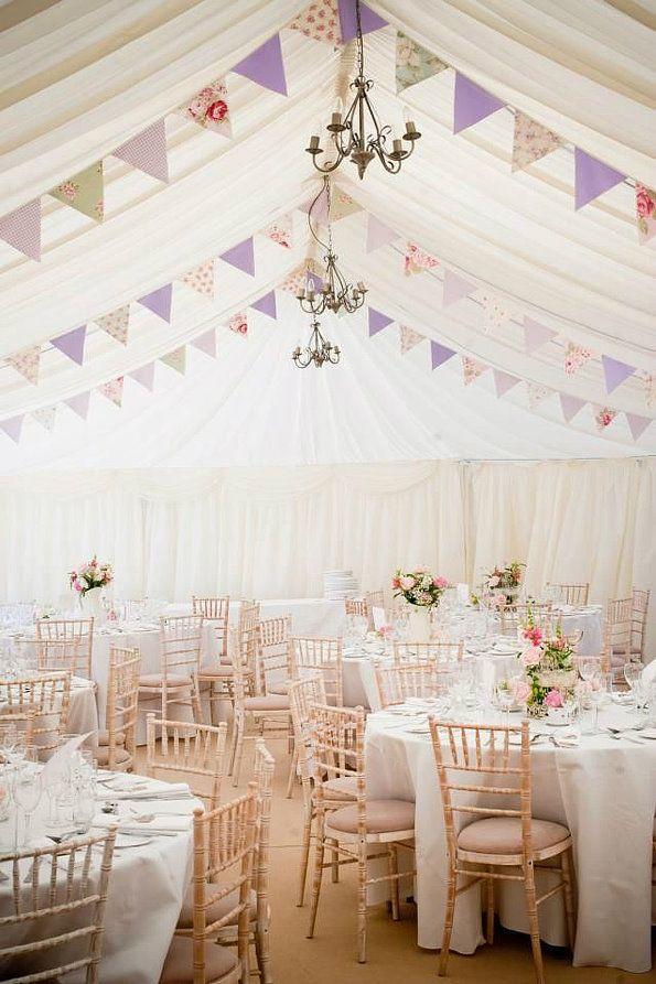 2015 Hochzeit planen DIY Traumhochzeit mit dekorierten Girlanden aus Spitze, Leinen, Papier Hochzeit am Schloss romantisch Dekoration Ideen