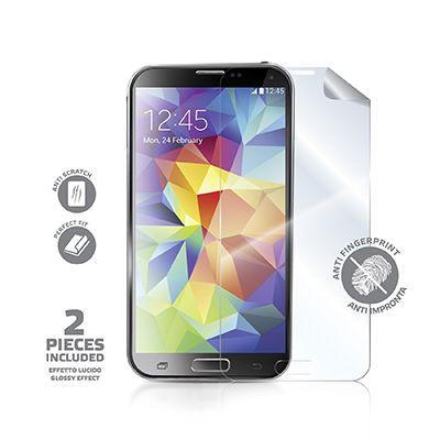 Pellicola protettiva anti-impronta per Galaxy S5. La confezione include 2 pellicole screen protector anti-impronta per proteggere lo schermo touchscreen dello smartphone da graffi, ditate, unto, sporco e polvere. Sono inclusi nella confezione un panno per la pulizia del display ed una spatola per l'applicazione della pellicola senza bolle d'aria. Le glossy screen sono sagomate con la massima precisione, in modo da coprire perfettamente lo schermo del telefono.
