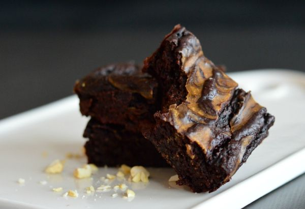 Healthier and moist brownies with a peanut-swirl