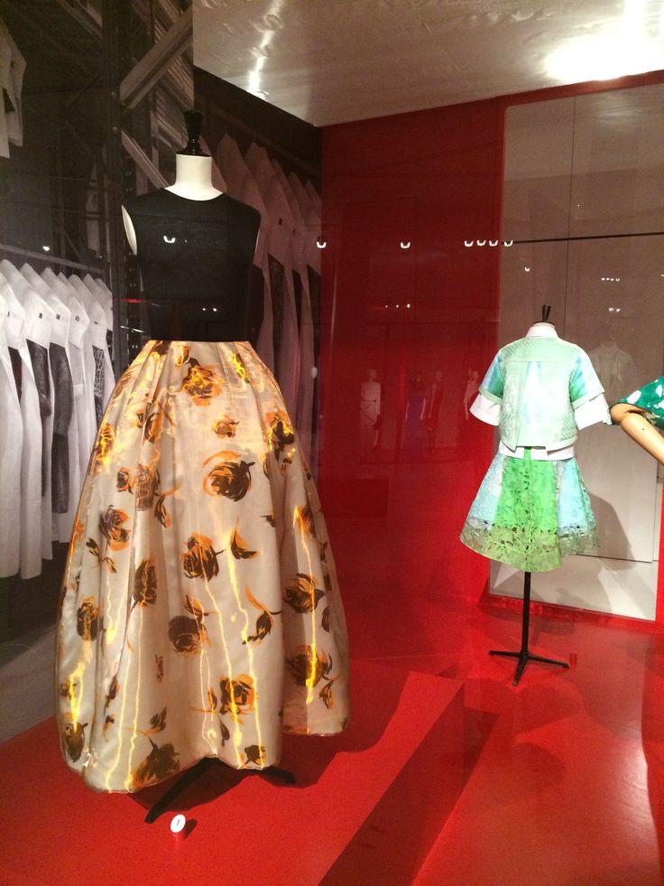 ModeMuseum Antwerpen - MOMU NU. Hedendaagse Mode uit de MoMu collectie 25.09.2014 > 04.01.2015 Christian Dior door Raf Simons
