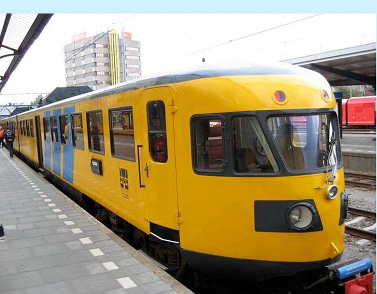 HSA Regional Train DE 2 186 at Groningen the Netherlands. Old Dutch diesel train