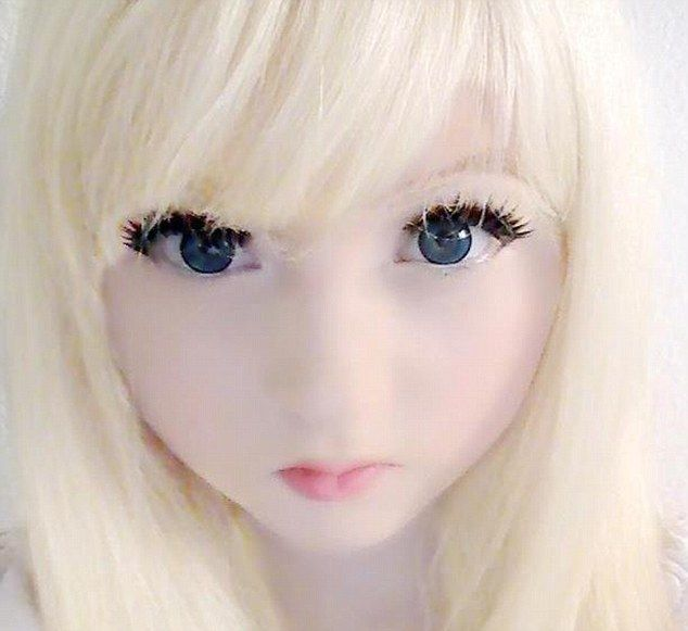 """Creepy!   Venus Palermo, aka """"Venus Angelic"""", is popular for for resembling a living doll.    Read more: http://www.dailymail.co.uk/femail/article-2122177/Meet-real-life-Barbies-Internet-craze-sees-teenagers-turn-freakish-living-dolls.html#ixzz1qckWFx2X"""