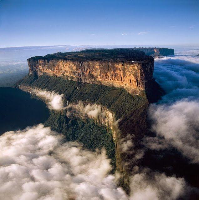 FOTO-FOTO: 30 Keindahan Menakjubkan di Bumi 1. Foto udara ini menunjukkan sebuah pegunungan yang terlihat bak sebuah meja, dunia mengenalnya sebagai Gunung Roraima yang berada di sebelah utara Venezuela, Amerika Selatan. Pantai di Porto Covo,...  By: @ATJEH CYBER WARRIOR™ — http://www.atjehcyber.net/2014/05/MH370.CIA.html