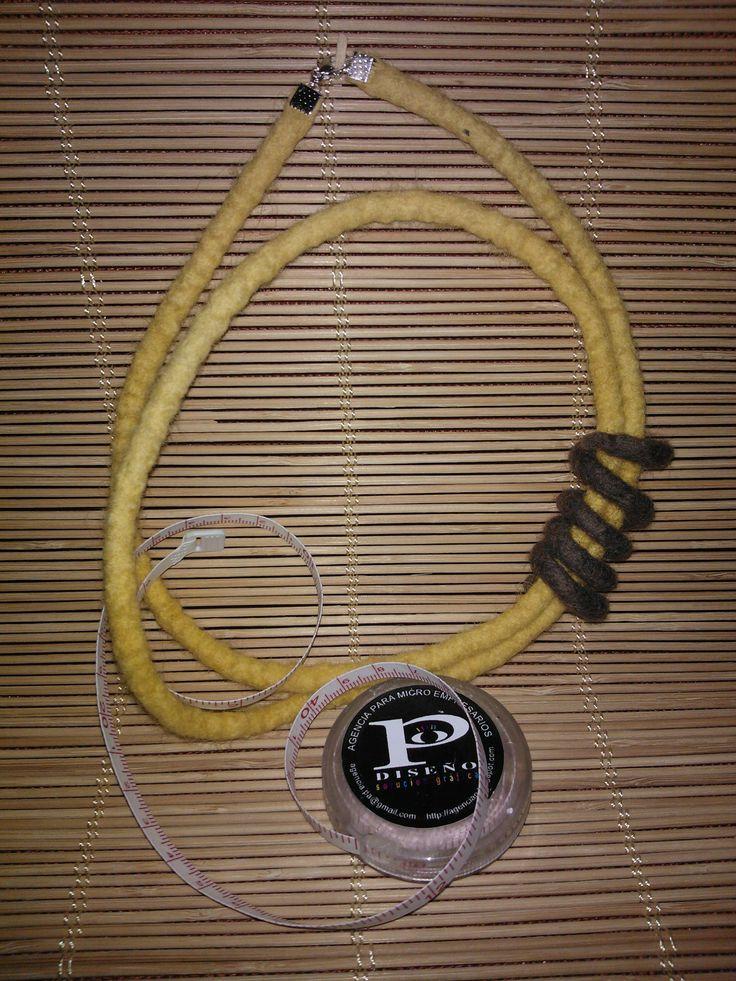 collar de caracol de matakury fieltro - agencia P  agencia.pa@gmail.com