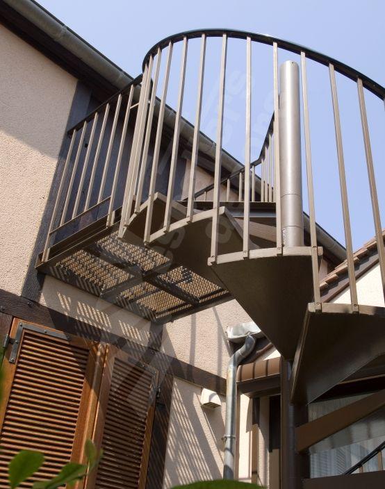 41 best un escalier en acier et b ton laissez monter le silence images on pinterest. Black Bedroom Furniture Sets. Home Design Ideas